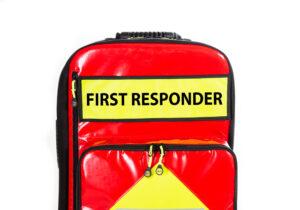 """Bagetiket """"FIRST RESPONDER"""" til førstehjælpstaske"""